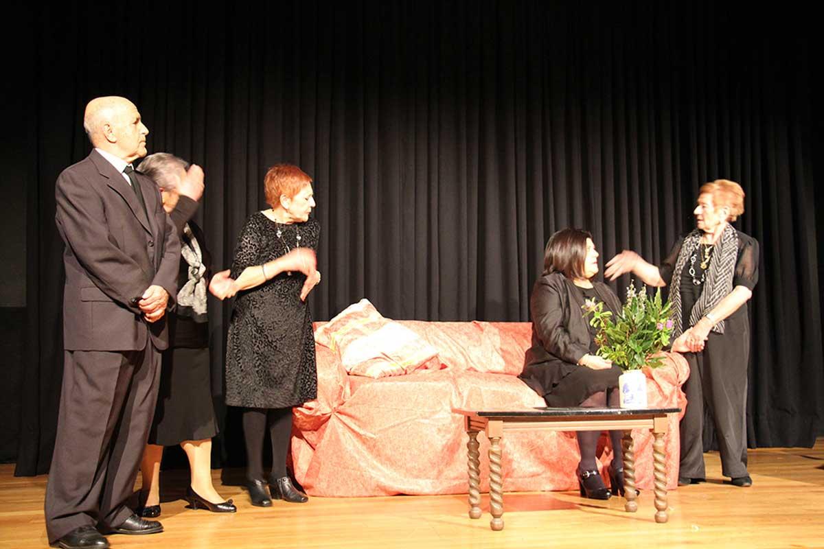 Vaia lío de velorio Atrezo Teatro